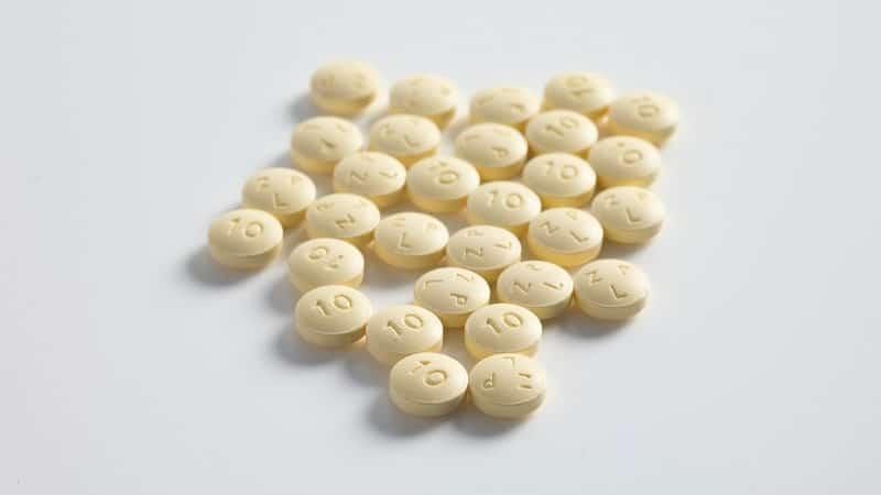 Vários comprimidos arredondados, semelhantes ao stendra (avanafil)