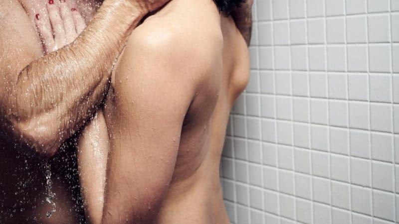 é possível fazer sexo no chuveiro, mas tenha cuidado, nada de acrobacias muito loucas