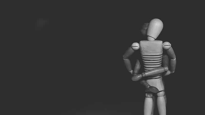 Dois brinquedos se abraçando - posições que retardam a ejaculação