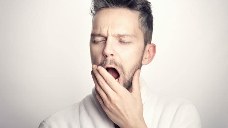 muitos homens se incomodam com a ereção matinal: mas é algo bom!