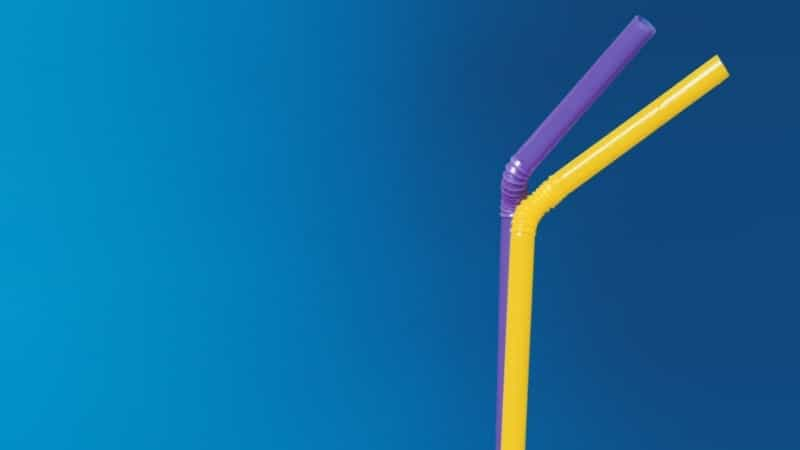 o canudo dobrável é semelhante ao mecanismo da prótese peniana semirrígida