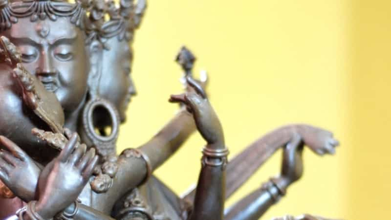 O tantrismo pode estar relacionado tanto ao budismo como ao hinduísmo