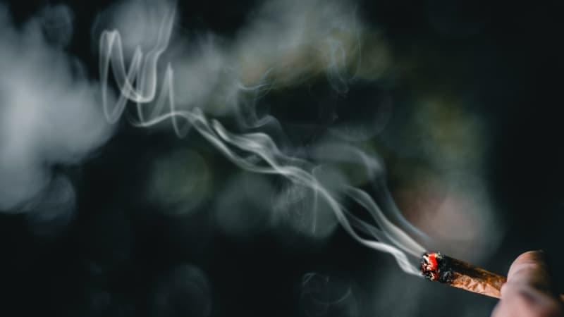 um cigarro de maconha: você sabe quais drogas podem causar impotência masculina?