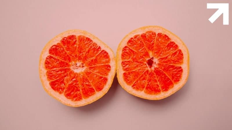 duas metades de uma laranja com um orifício no meio, representando o reto, que é onde fica o ponto g do homem