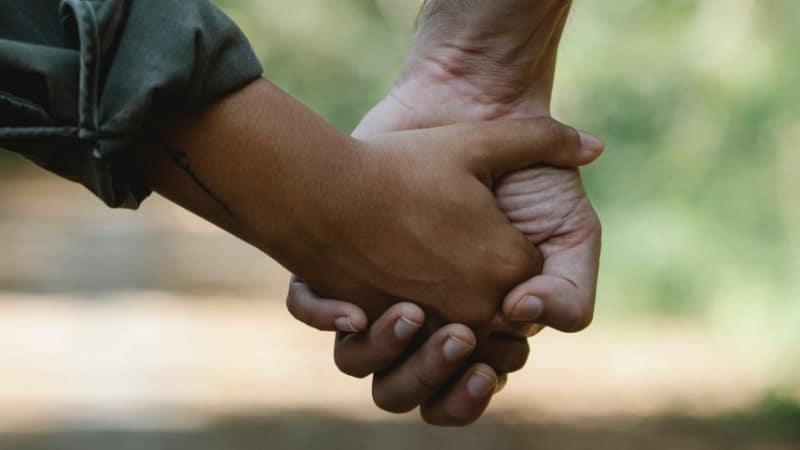 vamos descobrindo o sexo com o passar do tempo, por isso toda relação, incluindo a primeira vez, não tem muito um manual do que fazer